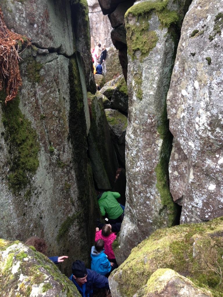 Vandring/klättring/krypning genom Ryds grottor